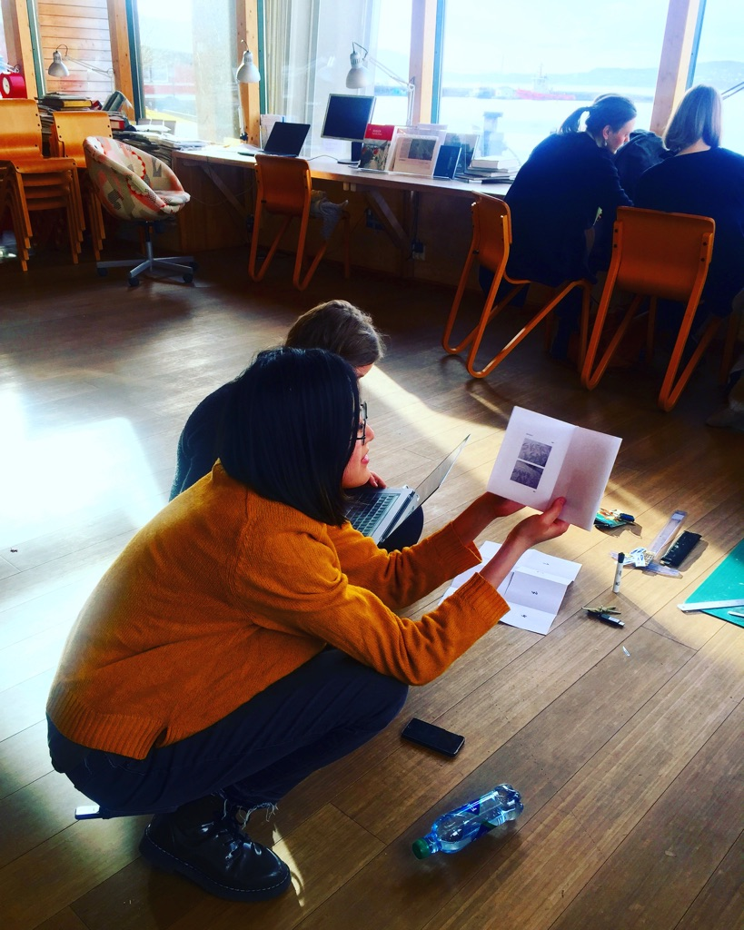 Chinese MA-student at BAS, Lu, proofreading the phozine B02 after workshop